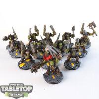 Orks - 13 Ork Boyz - gut bemalt
