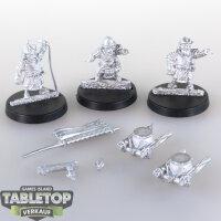 Macrocosm - 3 Samurai Dwarfs mit Trommeln - unbemalt